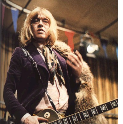 Brian Jones at the Rock 'n Roll Circus: www.keno.org/stones_images/photo_page_3/Jones_circus.htm